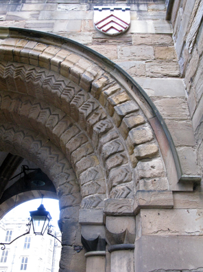 The unusally wide joints between the stones of the the gatehouse arch are the result of a 16th century scheme to make it wider to allow the Bishop's carriage to pass through more easily.