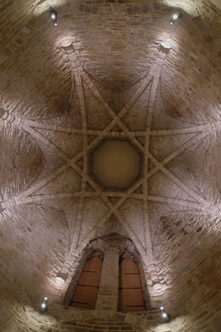 The resemblance between the roof of the great kitchen of Durham Cathedral seen here,  and the construction techniques used in Cordoba, Spain, in the tenth century, shown below, is remarkable. But there are also contemporary parallels much closer to home - the kitchens of Bamburgh and Raby Castles nearby are very similar, indicating that in the fourteenth century, this was the convention for roofing the kitchens of substantial buildings in North East England.