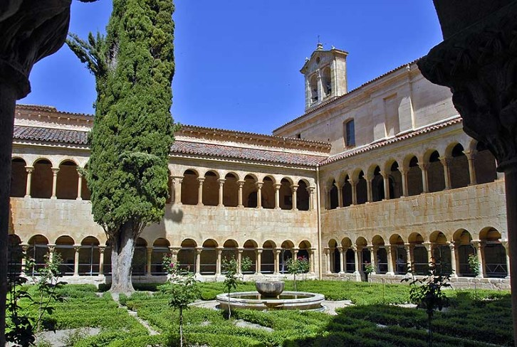 The cloister of Santo Domingo de Silos, Northern Spain, 11th-12th century. In countries like Spain, warm weather meant that the arcades of the cloisters could remain open (unglazed). This enabled the use of arcaded columns. In places like Durham, where the cloisters needed to be glazed, they usually took the form of rows of large windows instead - an example of how climate can affect the way in which the same architectural feature is expressed.