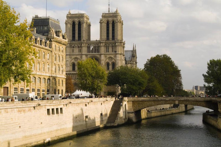 The inscription of this site reflects the fact that Paris is essentially a river-front city. Many of its most well-known architectural masterpieces are designed with the river in mind: foremost of these are Notre Dame Cathedral, the Eiffel Tower, Les Invalides, the Grand Palais of the Champs Elysees, and the Louvre.